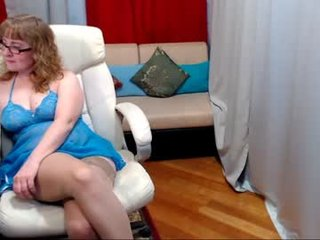 maturebigholes french cam mature gets her pussy fiddled and fucked on camera