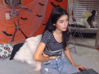 ana_lane latina cam girl likes to sit naked on camera