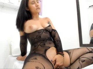 amelia_tiny mature pregnant cam girl showing his body erotically
