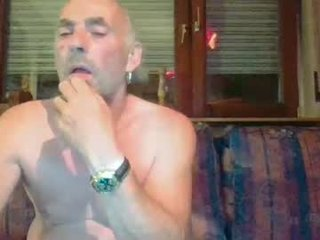 germansweety1 dirty webcam mature gets her pussy inserted