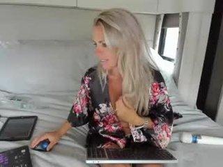 dddtraveler naked blonde cam babe with ohmibod online