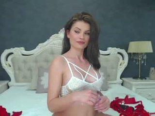 crystallluv cam babe gets very loves does oral online