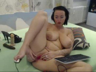 alexie33 european cam babe loves massages and fucks her bald pussy online