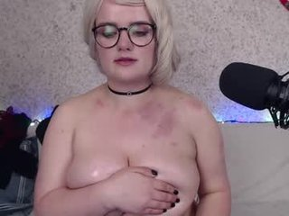 vitamin_l blonde cam babe with a long braid masturbates with ohmibod for the camera