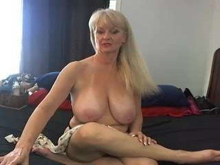 xxtammy123xx cam mature showing piss-hole opening on cam