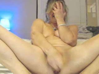 aussietreasure mature cam girl takes off her clothes and takes out her favorite sex toys online