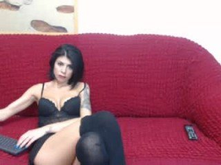 biancacruzzz european cam babe offers her shaved pussy for live sex experiments online