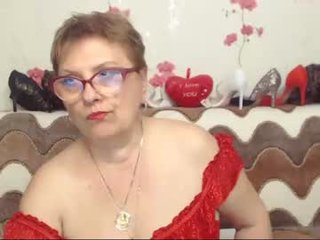 sexylynette4u french kinky cam girl are ready to fuck at any time and at any place