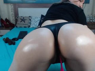 sexyvanessssa cam babe gets her ass stuffed with huge dildo