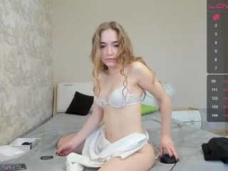 _taylor_swift kinky european cam babe and her wet horny pussy, live on webcam