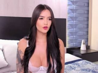 skarlet_key spanish cam girl having fun of dirty dialogue on camera