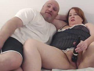 kurvykandie mature cam babe rubs her shaved pussy in camera