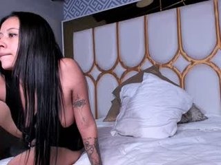 _winstonhe tattooed cam lady loves wants shows as natural juice dripping out of her pussy