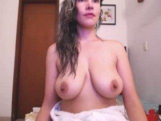 esmeralda_hill cam mature spanish showing off her wide-open pussy online