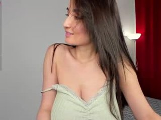 l_o_u_i_s_e______ brunette white cam babe wants her pussy stretched