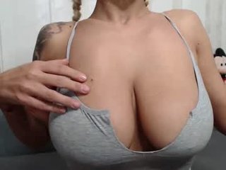 newbaee french pregnant cam girl showing his body erotically