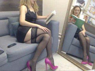ellamilf cam babe gets very loves does oral online