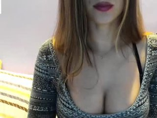 the_unknown_girl blonde cam girl with shaved pussy doesn't spare her booty