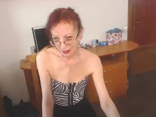 camelia4you french kinky cam girl are ready to fuck at any time and at any place
