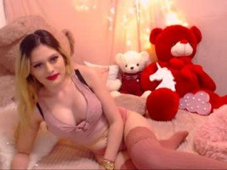sugar_dolly cam girl fucks in various positions and gets a facial online