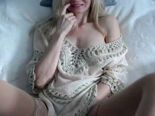s_mailleee blonde cam girl didn't forget about any live sex toy