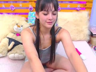 daphnecooper_ hard masturbate with ohmibod in the chatroom online