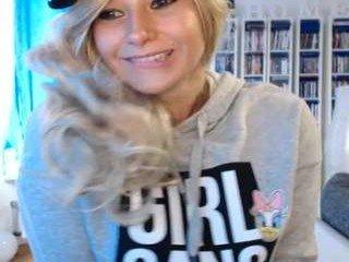 blowjobjosie german blonde cam girl gets her bald pussy filled with a huge boner