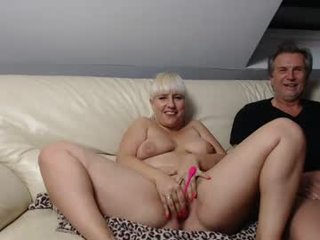 eva_engel blonde white cam babe wants her pussy stretched